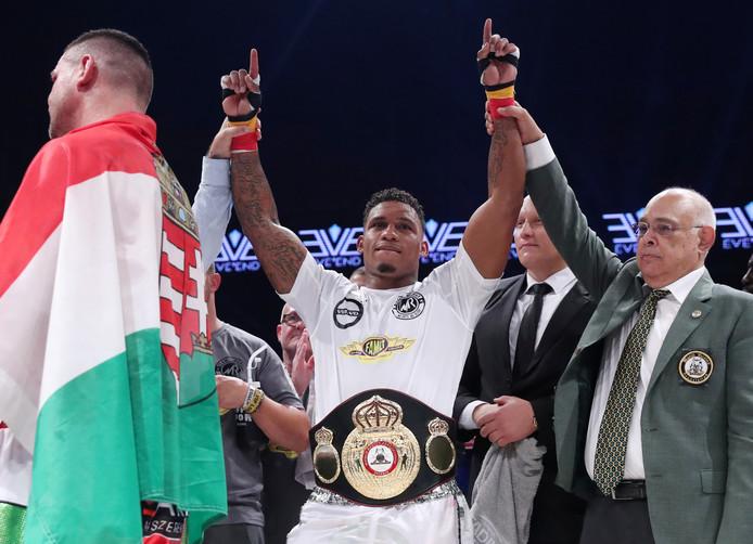 Ryad Merhy est le nouveau champion du monde WBA Interim des lourds-légers (- 90,719 kilos). Merhy, 26 ans, a mis K.O son adversaire, le Hongrois Imre Szello, 36 ans, au 7e des 12 rounds.