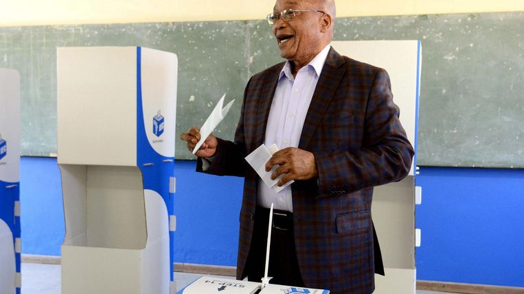 President Jacob Zuma brengt zijn stem uit. Beeld epa