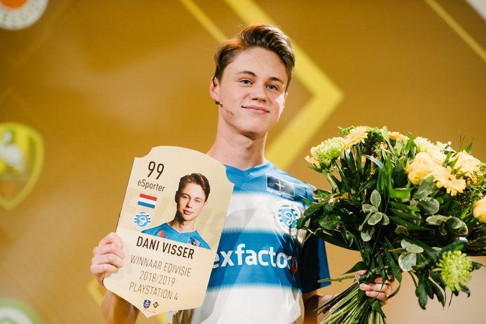 Dani Visser na het behalen van het FIFA-kampioenschap afgelopen seizoen.