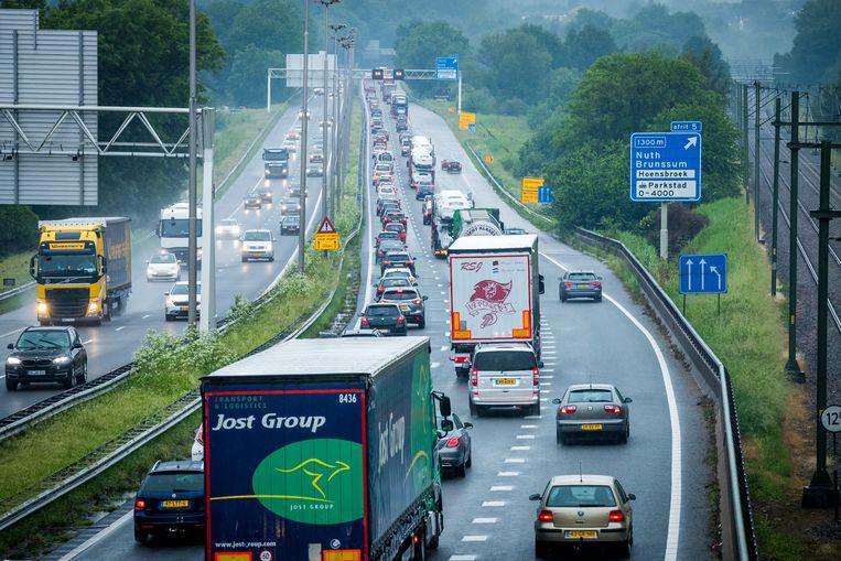 Files en vertraging op de A76 tussen Geleen en Heerlen. Beeld ANP