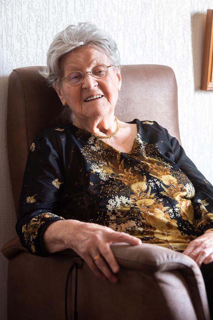 Mevrouw Wijers-Venhuizen werd  gegijzeld tijdens de Tweede Wereldoorlog in het Markiezenhof in Bergen op Zoom. Ze woont nu in Breda.