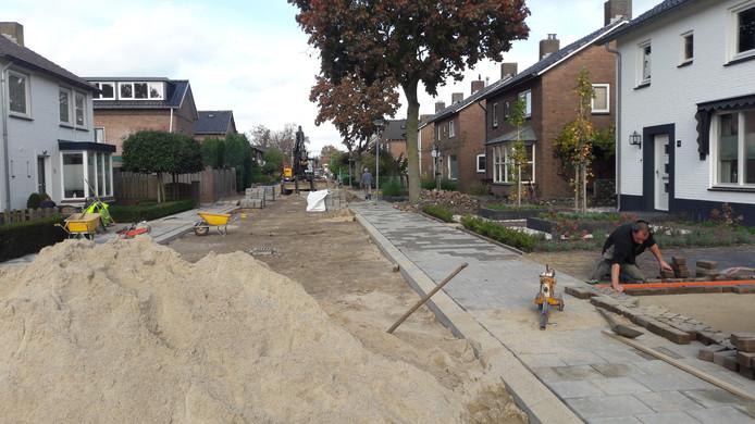 Vrijdag werd het werk in de Wijchens Violenstraat door andere aannemers voortgezet.