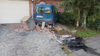 Gemeenteraadslid en oud-schepen ramt brievenbus en wagen, maar rijdt weg met zijn Audi