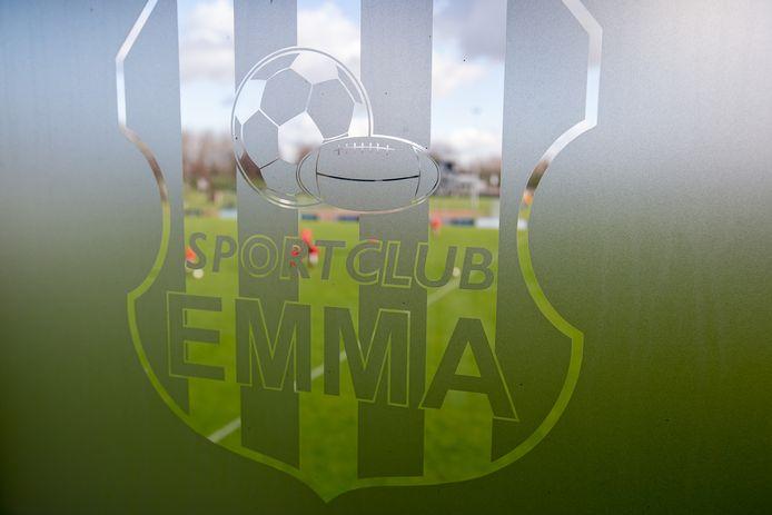 Het hoofdveld van SC Emma, dat wordt vervangen door kunstgras, verweven in het clublogo. ARCHIEFFOTO
