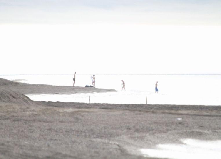 Het expeditieteam is aan wal in Barrow, een kustplaats in Alaska. Beeld Jorien Vonk