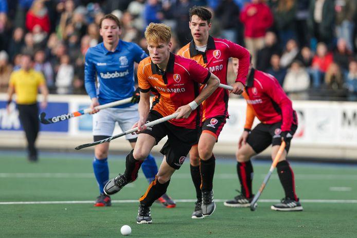 Verdediger Joep de Mol van Oranje-Rood vorig seizoen in actie tegen Kampong. Archieffoto Orange Pictures