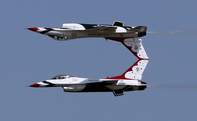 Twee F16 van het Thunderbirds-team in 2011