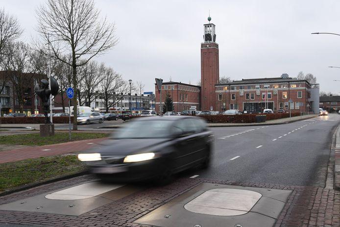Na de reconstructie van het Raadhuisplein in Rijen klagen omwonenden over de busdrempels en dat er te hard wordt gereden.