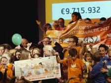 Guus Meeuwis maakt opbrengst Kinderpostzegelactie bekend in Zeist