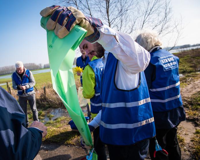 IVN-oppruimactie schone IJssel is zaterdag in Kampen.