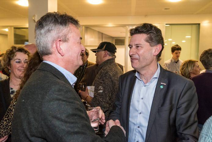 Peter van Boekel (rechts) met collega-wethouder Rien Wijdeven bij de verkiezingsuitslag in 2018.