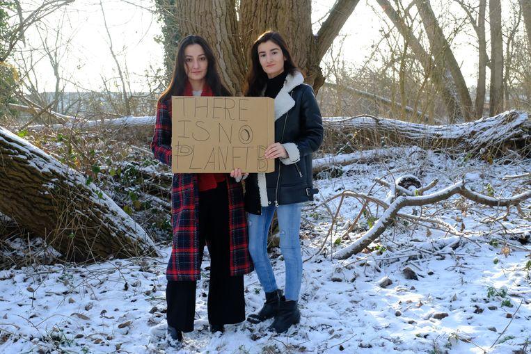 Ook de studenten gaan op donderdag Mariyam Safi en Nigina Safi