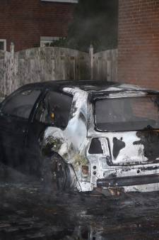 Opnieuw auto volledig uitgebrand in Vlaardingen