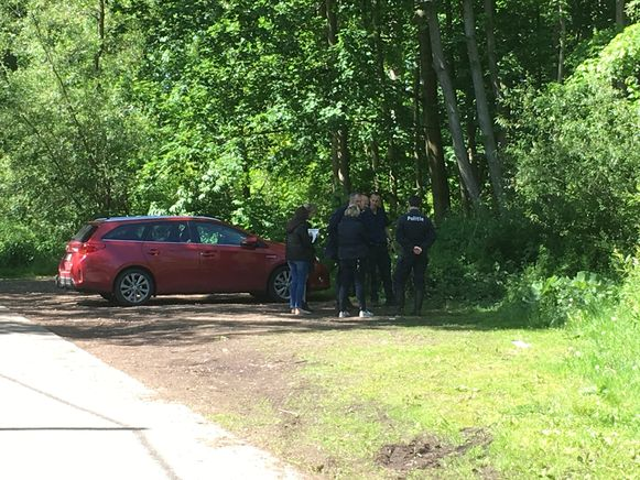 Het labo, de brandweer, het parket en de onderzoeksrechter kwamen ter plaatse op de vindplaats van het slachtoffer voor verder onderzoek