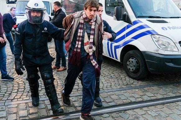 Activisten worden opgepakt tijdens Extinction Rebellion