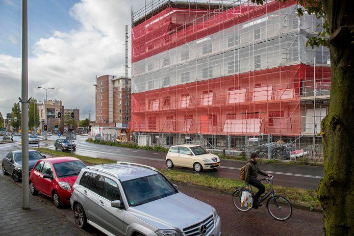De bouw van het studentencomplex op de locatie van de voormalige garage Kirpestein is in volle gang.