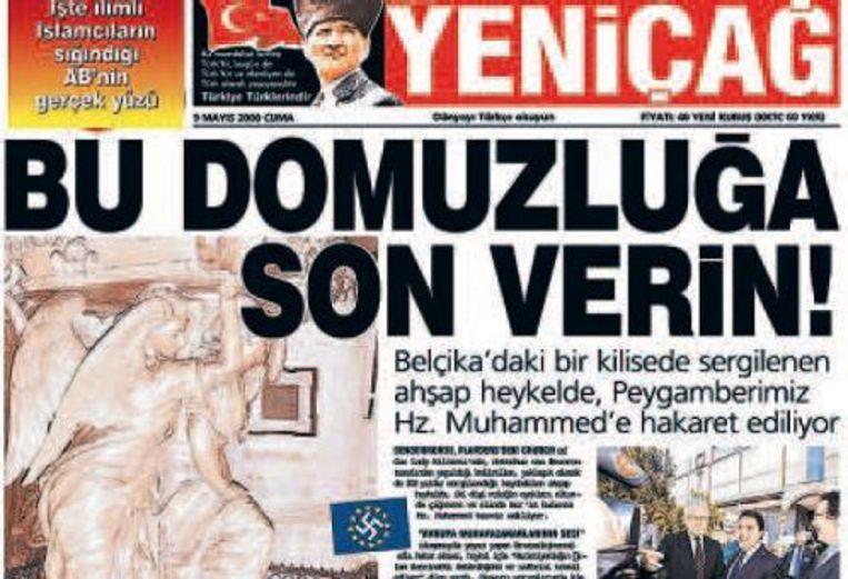 De Turkse krant 'Nieuwe Dageraad' opent met een Vlaamse preekstoel, waarop twee engelen de profeet Mohammed en de Koran vertrappelen.