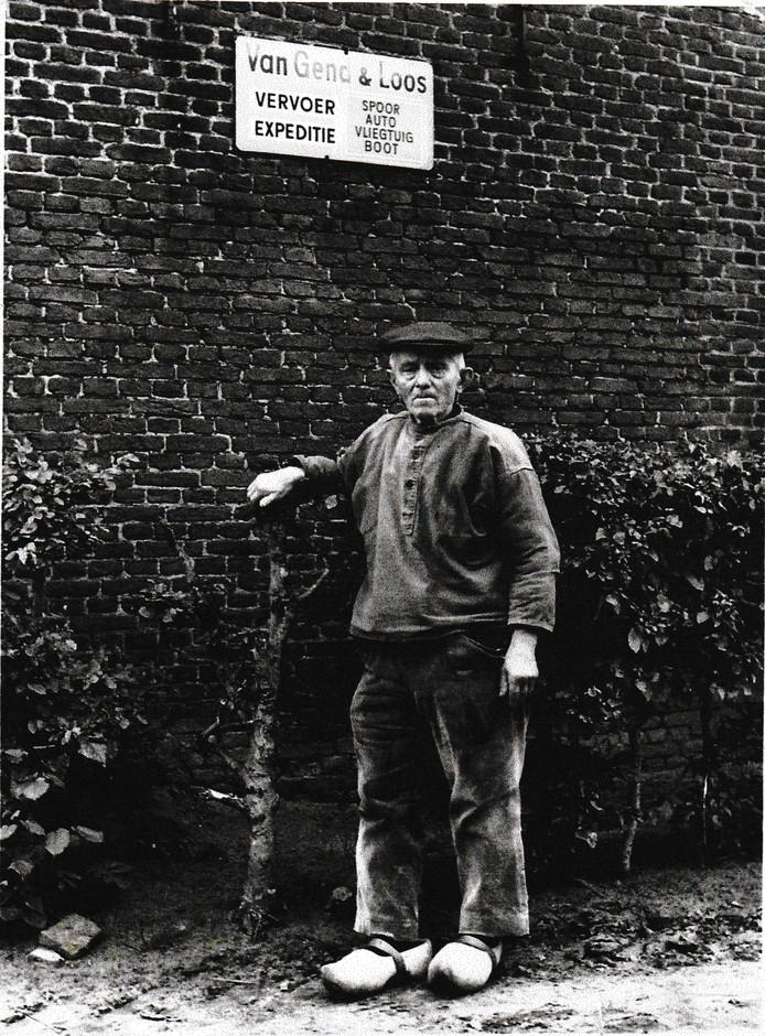 Engeltje Witlox speelt een rol in het toneelstuk over de bevrijding van Haaren dat in oktober te zien is in gemeenschapshuis Den Domp. Hij was een verzetsheld, omdat hij als bode bij Van Gend & Loos in bezettingstijd pakjes en brieven voorbij het prikkeldraad van Kamp Haaren smokkelde.