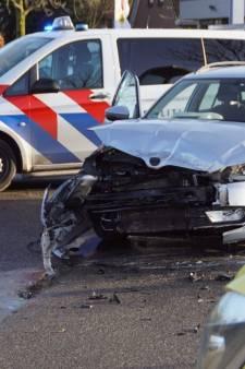 Auto en busje botsen op industrieterrein Dinxperlo, veel schade