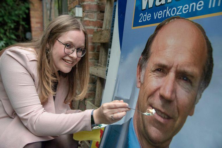 Lijsttrekker Walter Govaert (Open Vld) stuurde zijn kat en dus bracht Kwets- medewerkster Rein het stuk blauwe taart maar naar hem thuis.
