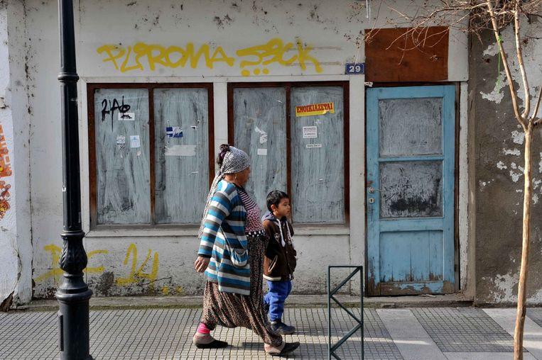 Een gesloten winkel in de Griekse stad Komotini. Beeld afp
