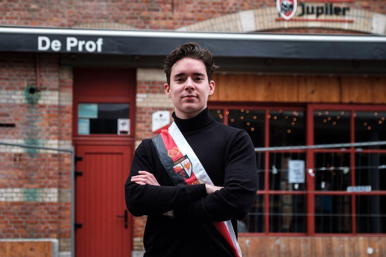 Lennert Leysen start met Tridamos een nieuwe studentenclub. Café De Prof wordt hun uitvalsbasis.
