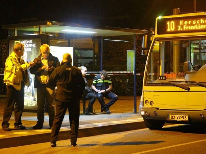 De bus stopte bij een halte en werd toen overvallen. Foto AS Media