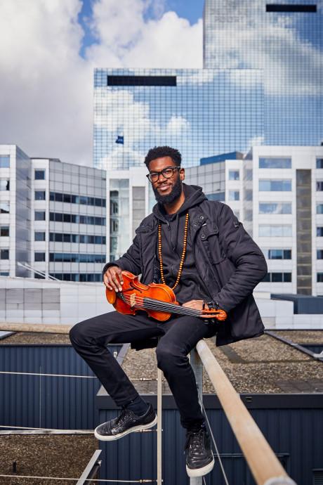 Rotterdamse violist Yannick Hiwat wordt hét gezicht van het Amsterdamse Concertgebouw
