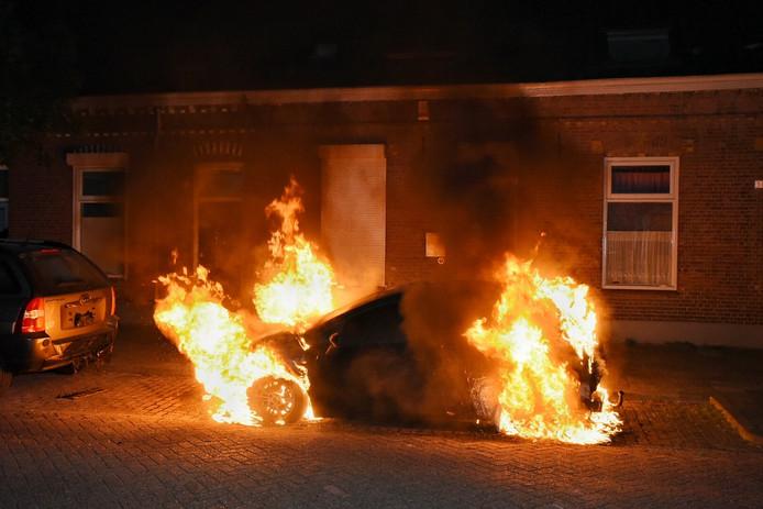 Door de verschillende brandhaarden denkt de politie aan kwade opzet