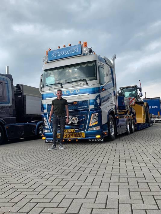 Bram Schoones voor zijn vrachtwagen, die was genomineerd voor 'Truck van het jaar'.