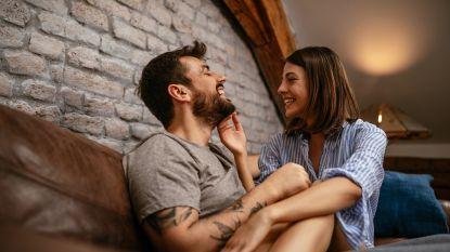 """Humor houdt koppels langer samen: """"Lachen is als seks, het werkt verzoenend"""""""