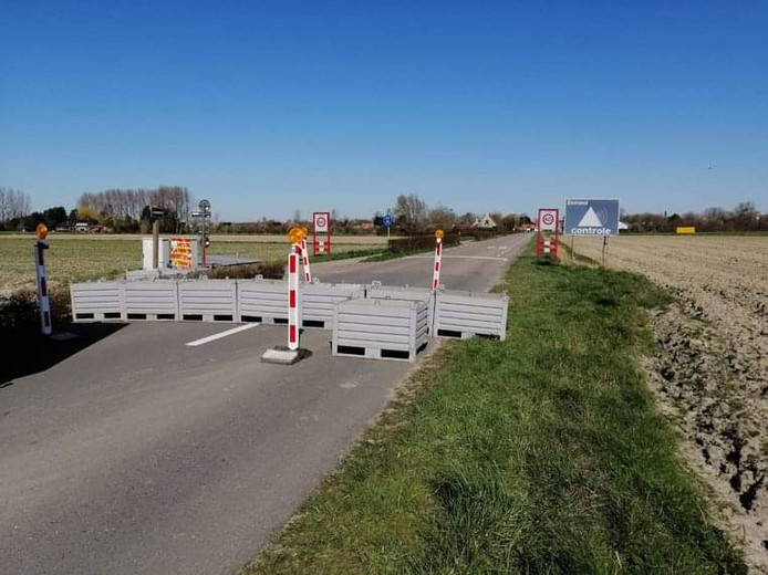 Blokkade voor de grensovergang bij Retranchement.