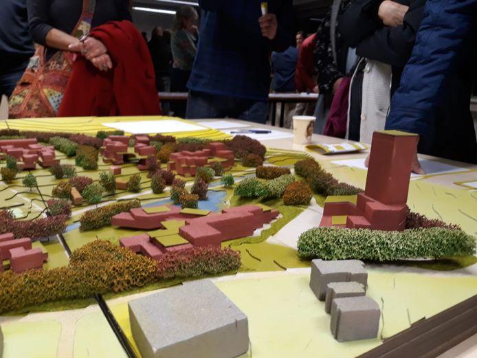 Een deel van de maquette van Zones Urbaines Sensibles  van de beoogde nieuwe buurt De Hes, met rechts de woontoren waarover omwonenden zich zorgen maken.