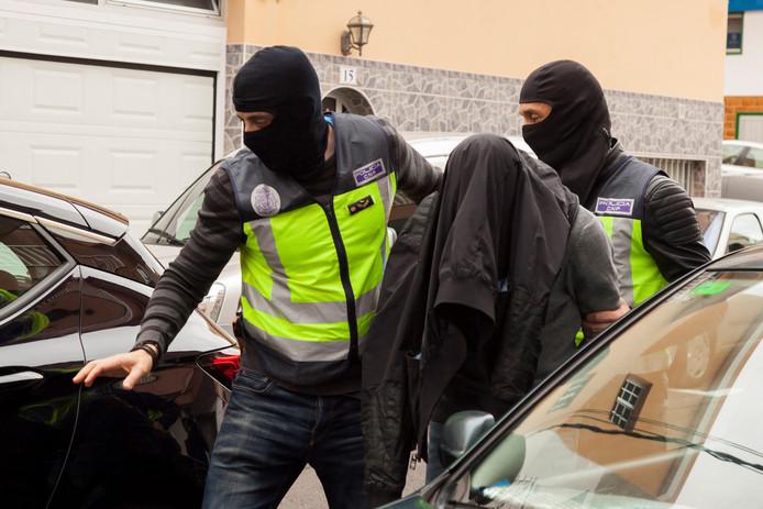 Spaanse agenten voeren in mei een op Tenerife gearresteerde jihadist af