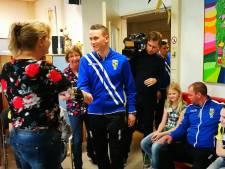 Vitesse-spelers bezoeken kinderen in Rijnstate