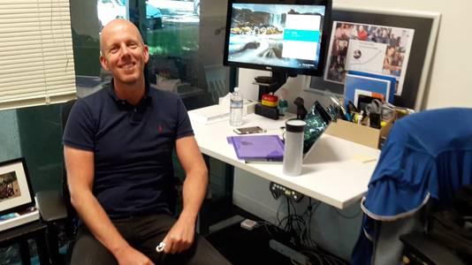 Arjan Dijk in zijn werkkamer. Niet op de foto: hond Mickie.