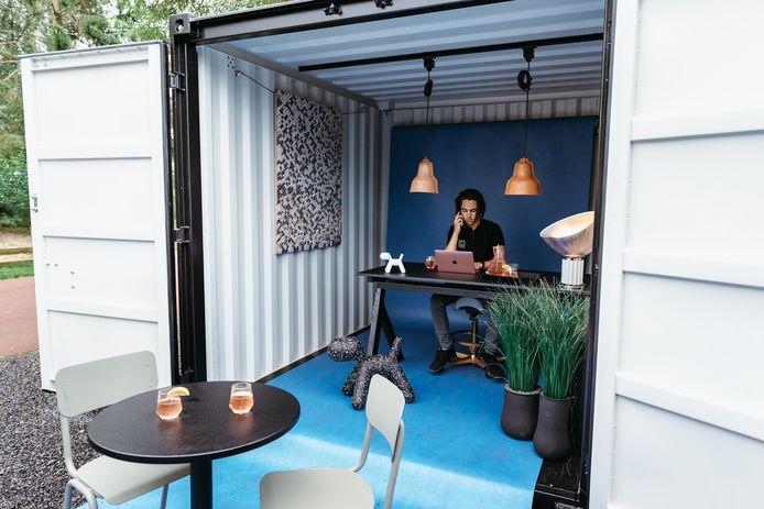 Ergonomisch verantwoord thuiswerken in een zeecontainer.