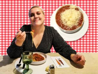 """Onze spaghettispecialist Lara proeft de befaamde bolognese van Den Trol: """"Zijn de rood-witte placemats een slecht voorteken?"""""""