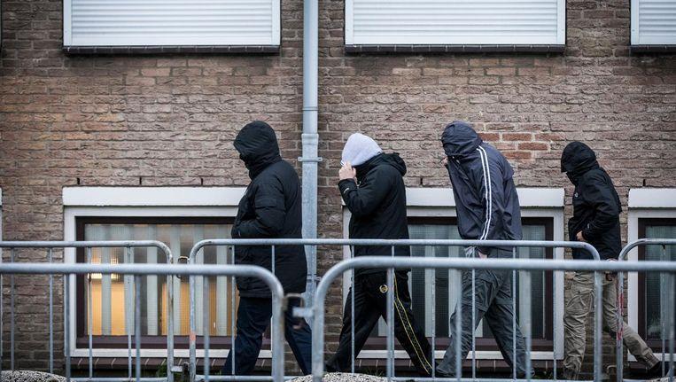 Bezoekers bij de rechtbank de bunker in Amsterdam voor de uitspraak in het grote Haagse jihadproces Context, in 2015. Centraal stond een vermeende organisatie van radicale jongeren uit de Haagse regio. Beeld anp