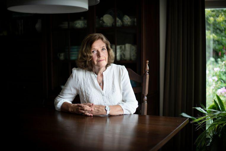 Trudy Scheele-Gertsen stond in de jaren zestig als ongehuwde moeder haar kind gedwongen af. Dat kwam destijds veel vaker voor. Als eerste stelt ze nu de Nederlandse Staat hiervoor aansprakelijk. Beeld Bram Petraeus