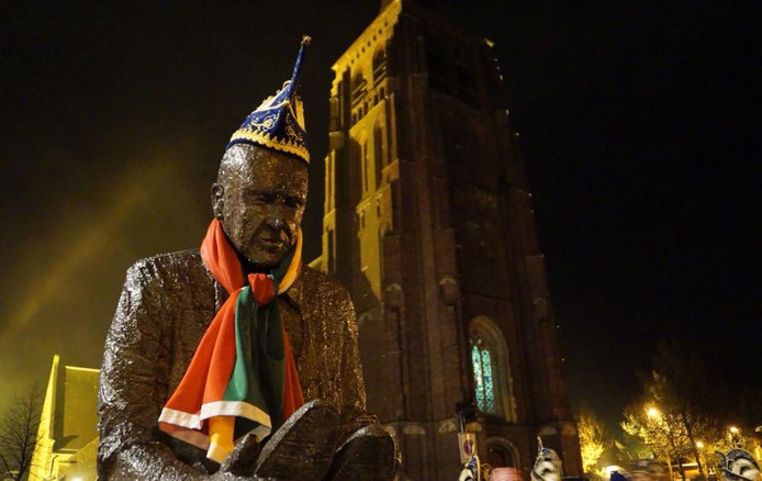 Ook bij nacht en ontij vierde Fons in 2017 carnaval.