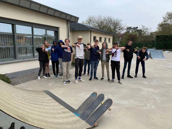 De skaters zijn duidelijk niet tevreden met de huidige toestand van het skatepark.