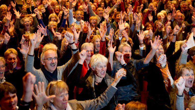 Mensen schreeuwen tegen bezuinigingen op cultuur tijdens een bijeenkomst in theater Carre in 2010. Beeld anp