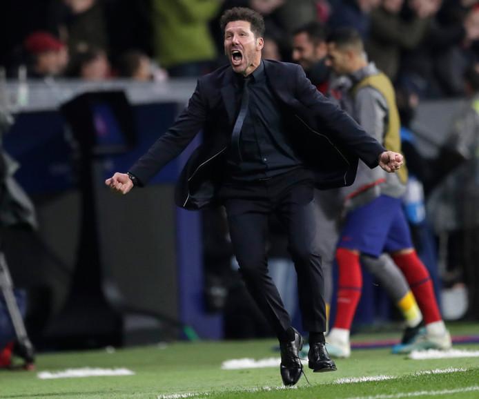Diego Simeone viert de 1-0.