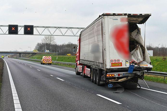 Ongeluk met twee vrachtwagens op A58.
