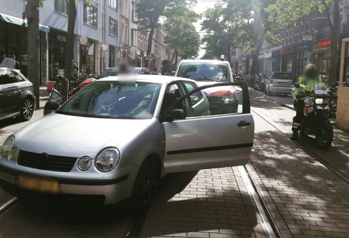 Op de Nieuwe Binnenweg werd maandagavond een man uit Spangen voor de achtste keer op rij aangehouden zonder dat hij in het bezit was van een rijbewijs.