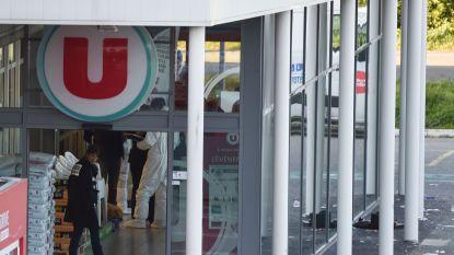 """Franse oud-agent verschanste zich in frigo supermarkt in Trèbes maar ging terug naar terrorist: """"Toen zag hij mij en liep hij achter mij aan"""""""