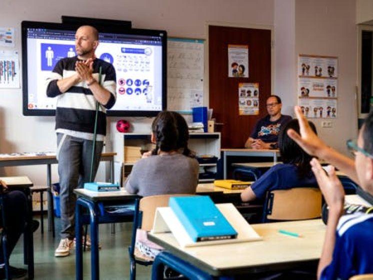 RedTeam slaat alarm: 'Sluit scholen per direct voor twee weken'