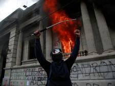 La contestation contre le président monte au Guatemala, le parlement incendié