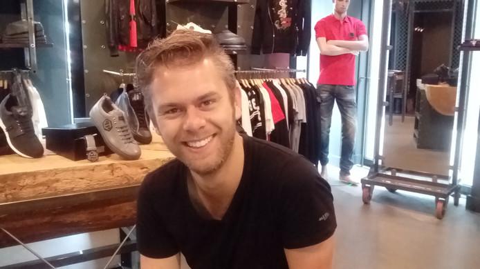 Roel Aarts (29) van modezaak Rules zette samen met collega Dennis Stuij van Vinotheek zijn schouders onder een meer flitsend evenement.